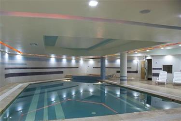 Swimming pool, sauna and jacuzzi